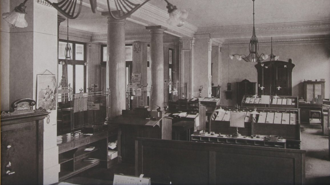 Secesijska notranjost likvidature Mestne hranilnice ljubljanske iz leta 1905. (hrani MBS)